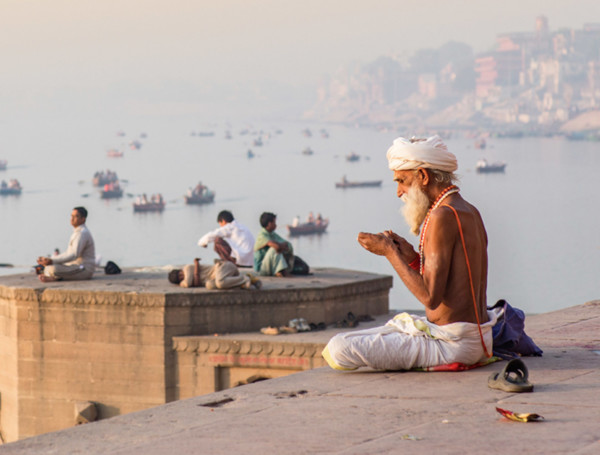 women traveling to india alone